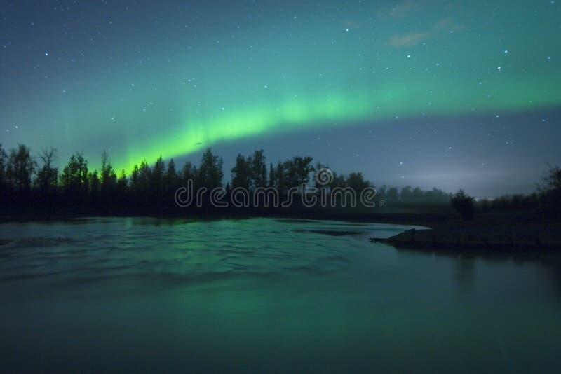 Lightrs nordici sopra il rive fotografia stock libera da diritti