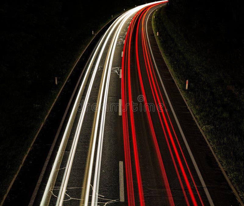Lighttrails на дороге стоковые фотографии rf