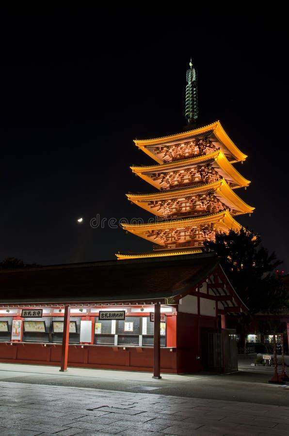 Lightup к пагоде Японии в виске Sensoji стоковое изображение
