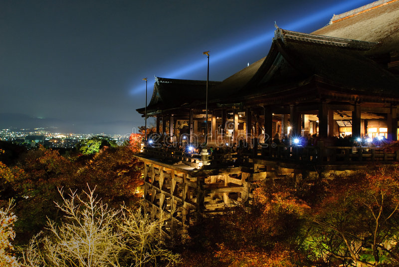 lightup de kiyomizu de dera image stock