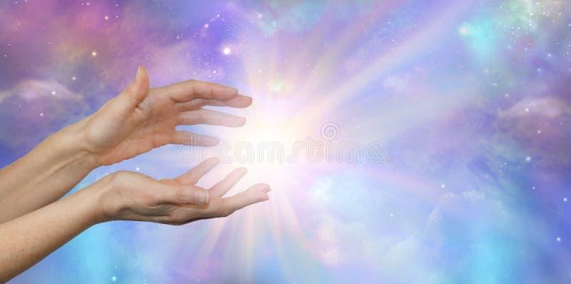 Lightworker med härlig kosmisk energi arkivfoton