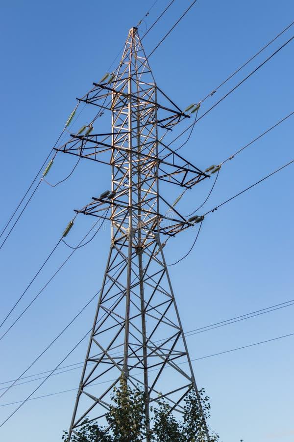 Ligne électrique à haute tension, structure de construction en acier image libre de droits