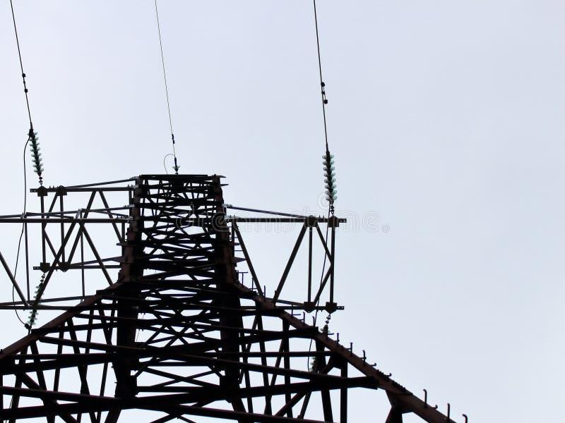 Ligne électrique, fils contre photographie stock libre de droits