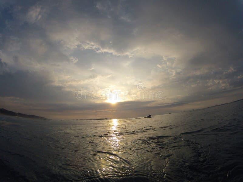 Download Ligne photo stock. Image du tôt, surfers, plage, matin - 45372138