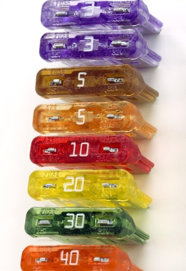 Ligne colorée de fusibles photographie stock