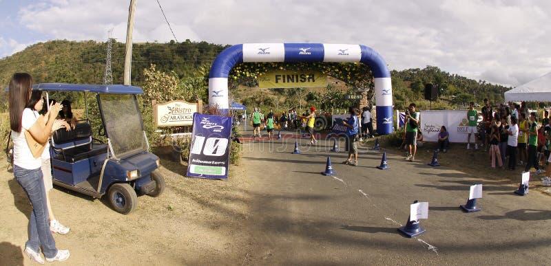 Ligne d'arrivée de turbines de marathon photos stock