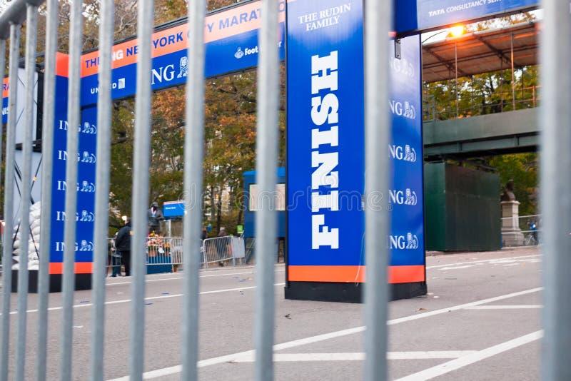 Ligne d'arrivée du marathon 2012 de NYC images libres de droits