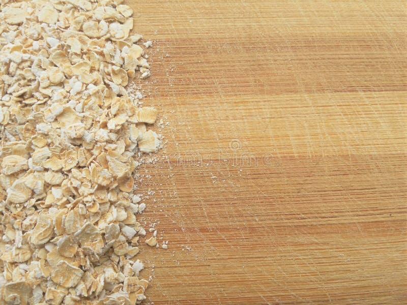 Ligne d'avoine sur le fond en bois images stock