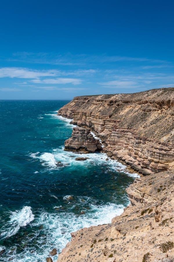 Ligne de c?te dans la roche d'?le de parc national de Kalbarri, la crique de ch?teau et le pont naturel dans l'Australie occident photo libre de droits