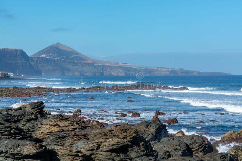 Ligne de côte près de Galdar, partie nord d'île de Gran Canaria, Espagne image libre de droits