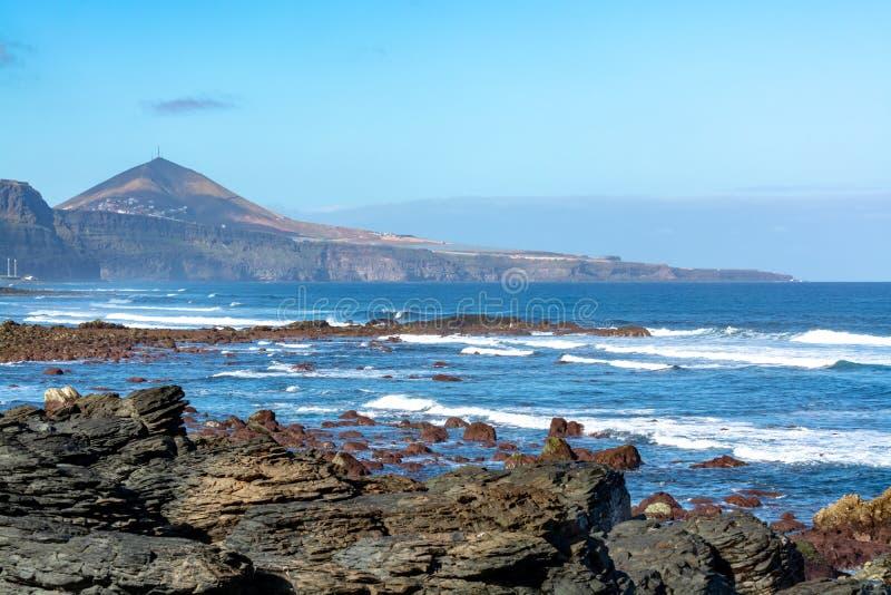 Ligne de côte près de Galdar, partie nord d'île de Gran Canaria, Espagne photographie stock libre de droits