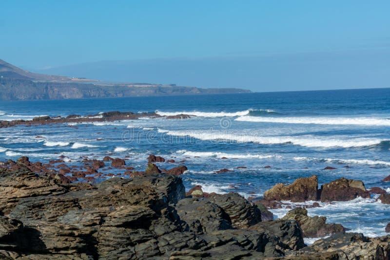 Ligne de côte près de Galdar, partie nord d'île de Gran Canaria, Espagne images stock