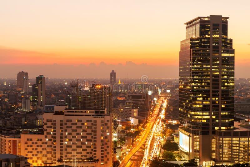 Ligne de ciel de Bangkok au coucher du soleil, Bangkok, Thaïlande photo stock