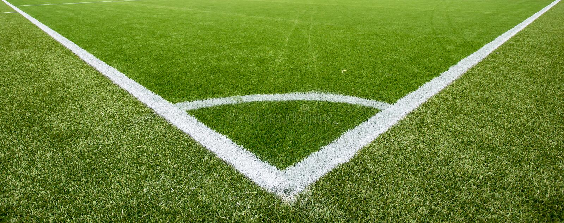 Download Ligne De Craie Faisante Le Coin Sur Le Terrain De Football Artificiel De Gazon Image stock - Image du sport, pelouse: 56489547