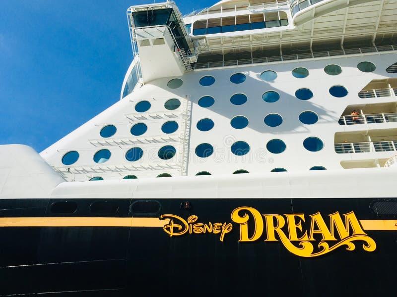 Ligne de croisière de croisières de Disney bateau image stock