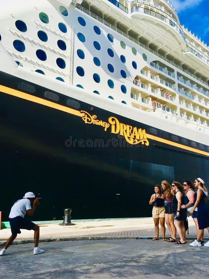 Ligne de croisière de croisières de Disney bateau photos stock