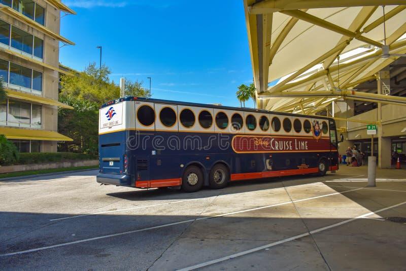 Ligne de croisière de Disney autobus dans la région de transport chez Orlando International Airport 1 photographie stock libre de droits