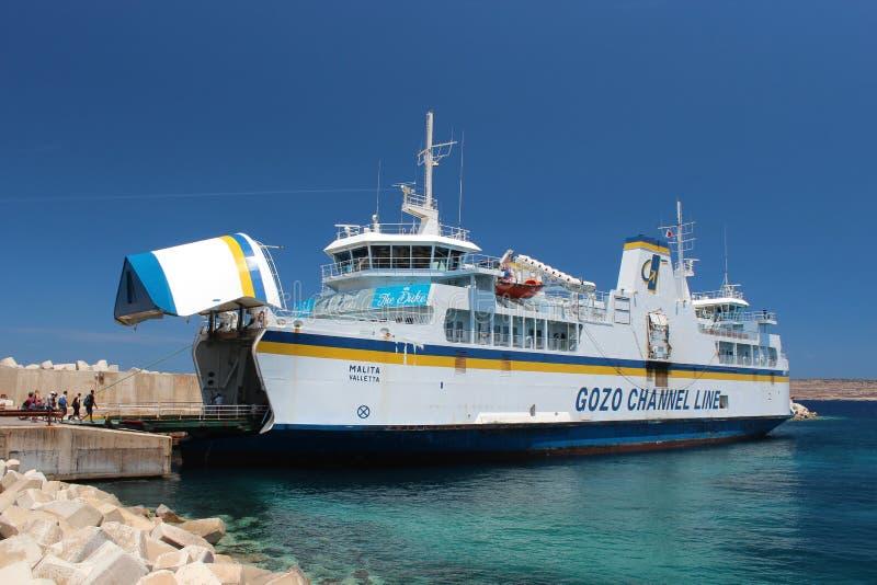 Ligne de la Manche de Gozo en début de l'été photographie stock libre de droits