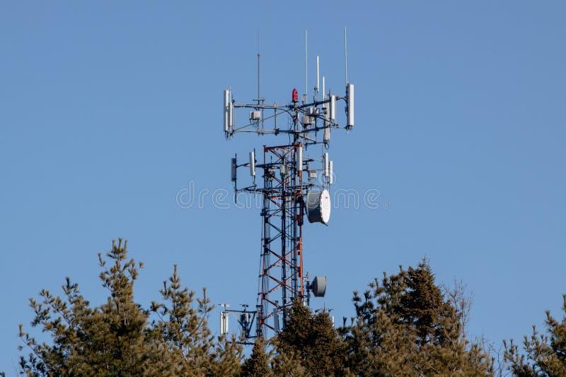 Ligne de la transmission tower image stock