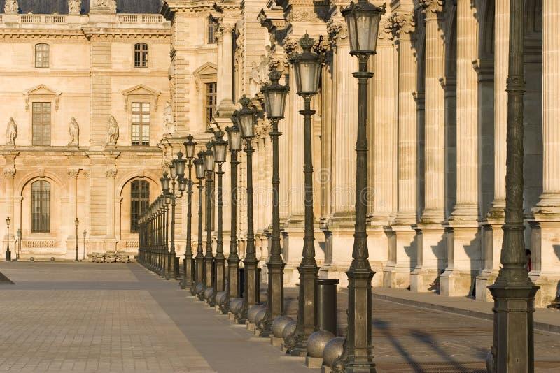 Ligne de musée d'auvent des lampes - France - Paris photographie stock libre de droits