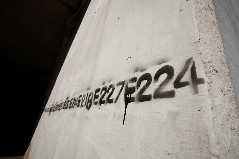 Ligne de numéro de graffiti pochoir images libres de droits