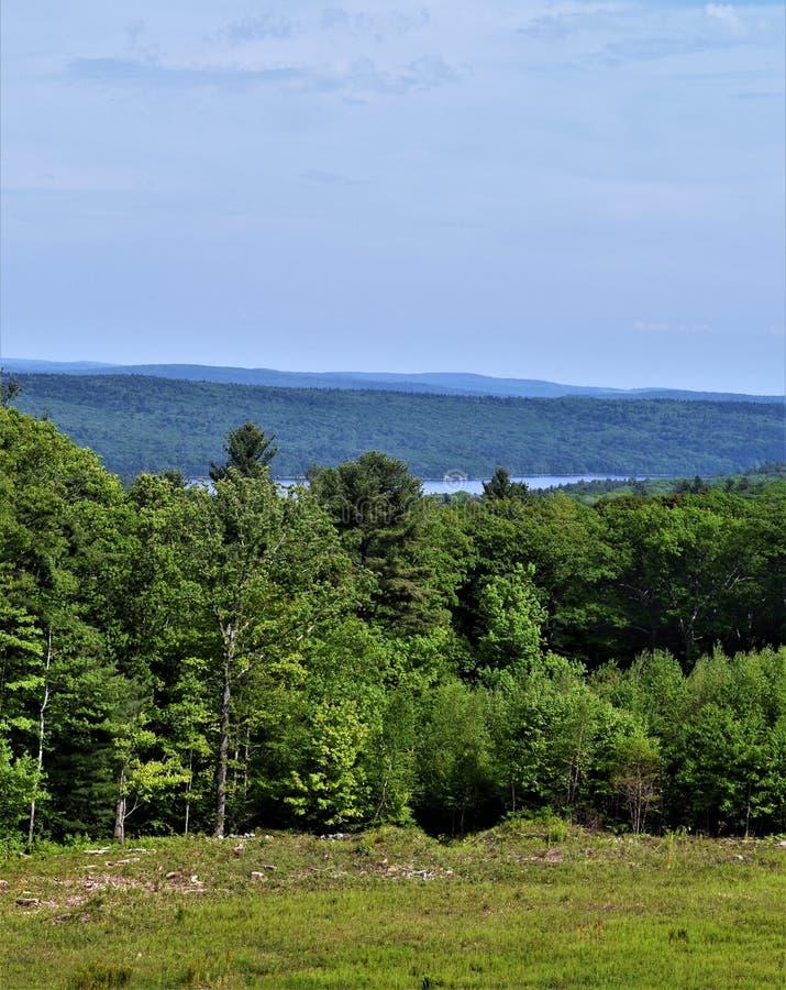 Ligne de partage de réservoir de Quabbin, région rapide de Quabbin River Valley du Massachusetts, Etats-Unis, USA, images stock