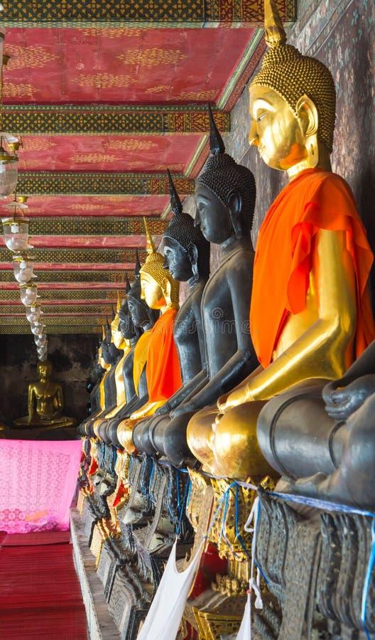 Ligne de statue de Bouddha image stock