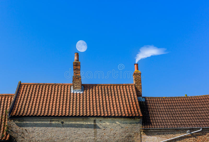 Ligne de toit de cheminée images stock