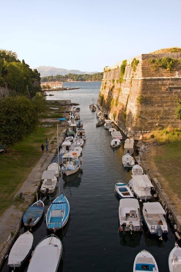 Ligne des bateaux photo stock