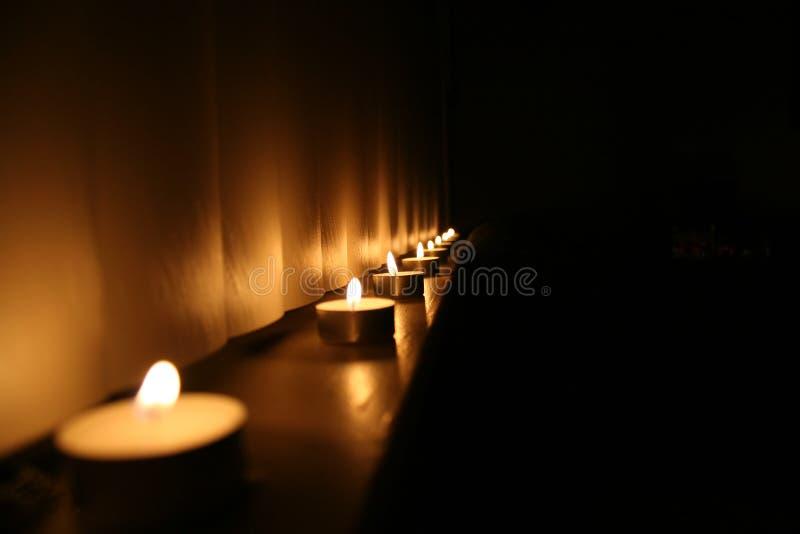 Ligne des bougies image libre de droits
