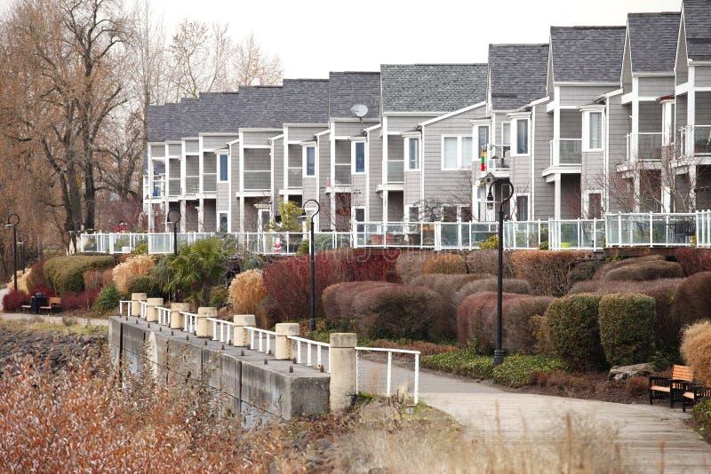 Ligne des condominiums. photo libre de droits