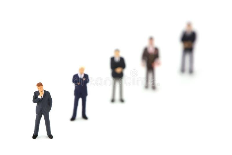 Ligne des hommes miniatures d'affaires photos libres de droits