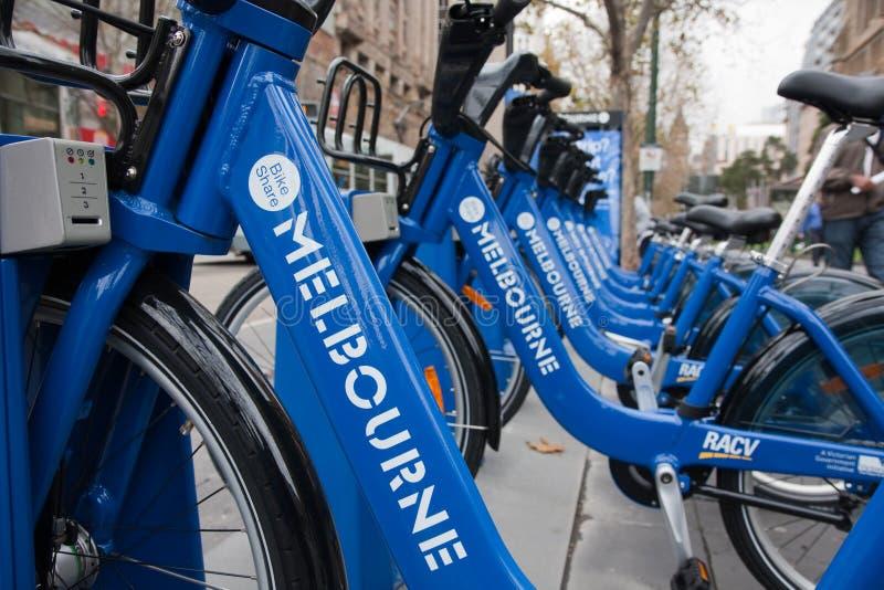 Ligne des vélos - arrangement d'action de vélo de Melbourne images libres de droits