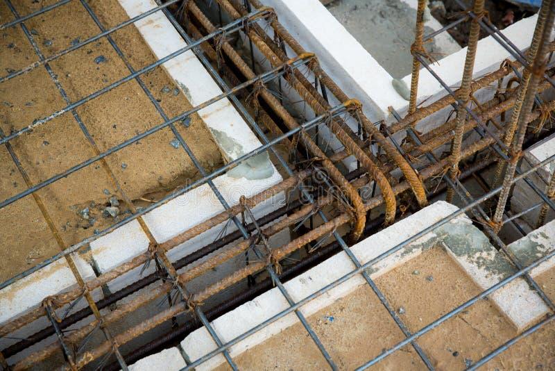 Ligne en acier déformée pour la construction le plancher déformer en acier photos stock