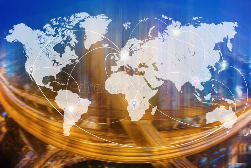 Ligne icônes de connexion sur la carte du monde avec la ville et le transpo brouillés photos stock