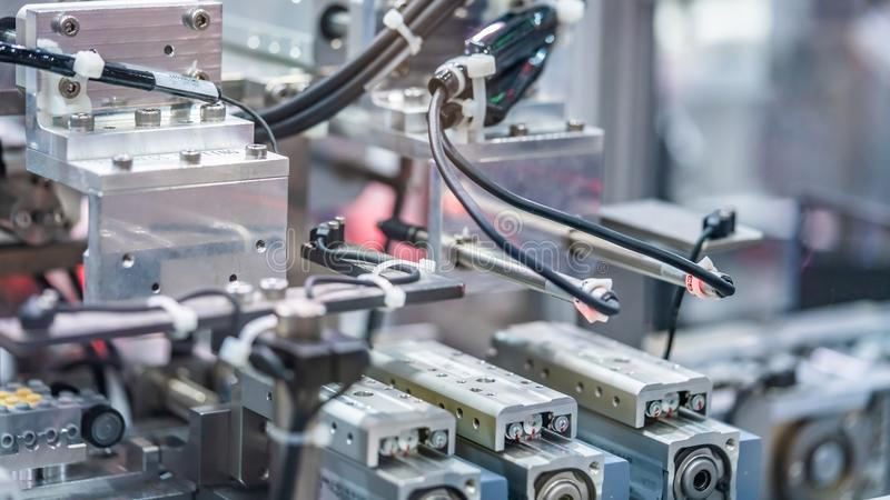 Ligne mécanique industrielle de fabrication de robot images stock