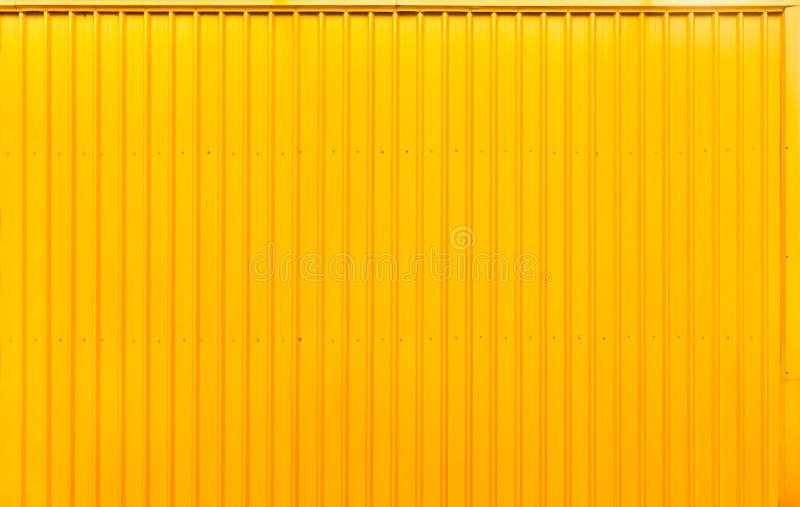 Ligne rayée en acier fond de récipient jaune de boîte de texture photographie stock libre de droits