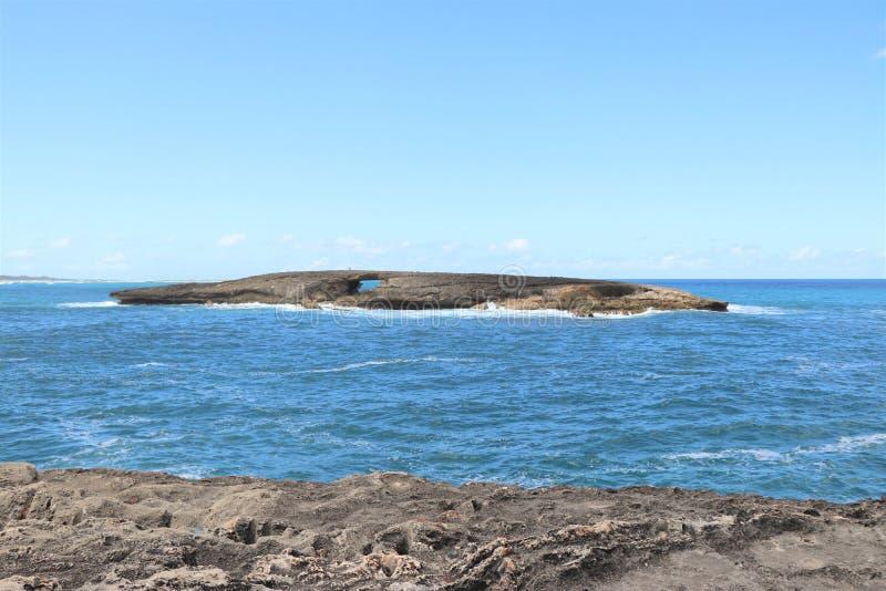 Ligne rocheuse de côte de point de Leie, une attraction touristique populaire sur le rivage du nord d'Oahu, Hawaï images stock