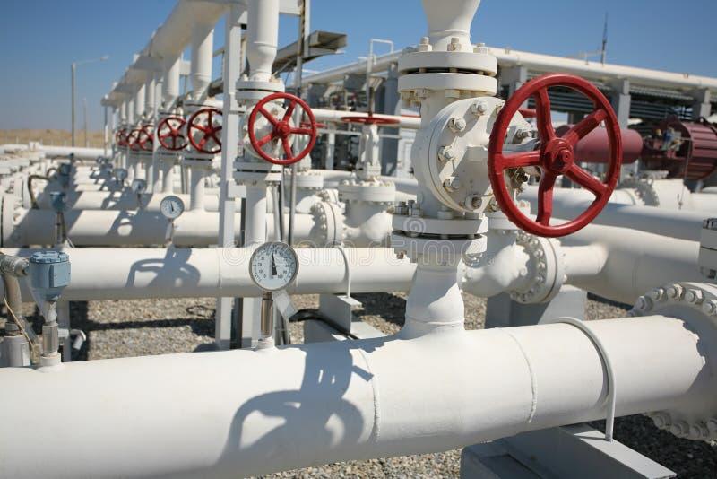 Ligne soupapes de pipe d'installation de transformation de gaz de pétrole photo stock