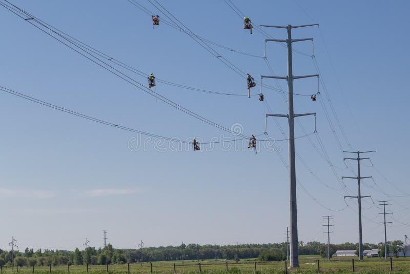 Ligne travailleurs de corde raide images stock