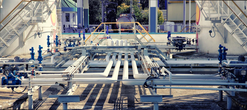 Ligne valves de tuyau de pétrole et de gaz photographie stock libre de droits
