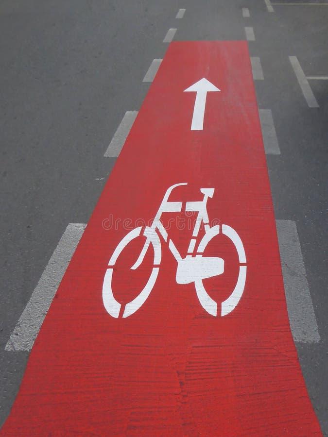 Ligne voie et panneau routier de rue de bicyclette images libres de droits