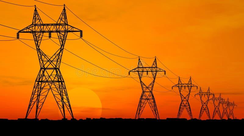 Lignes à haute tension électriques images stock