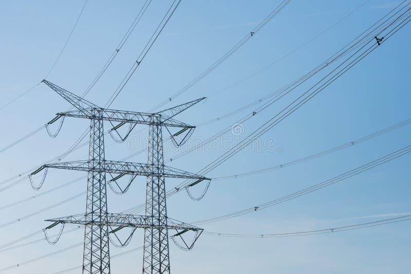 Lignes à haute tension et un pylône de puissance photos libres de droits