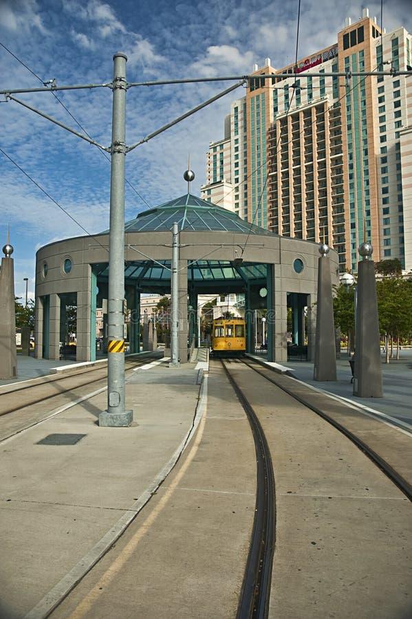 Lignes électriques du centre de tramway de Tampa dans le secteur historique photos libres de droits