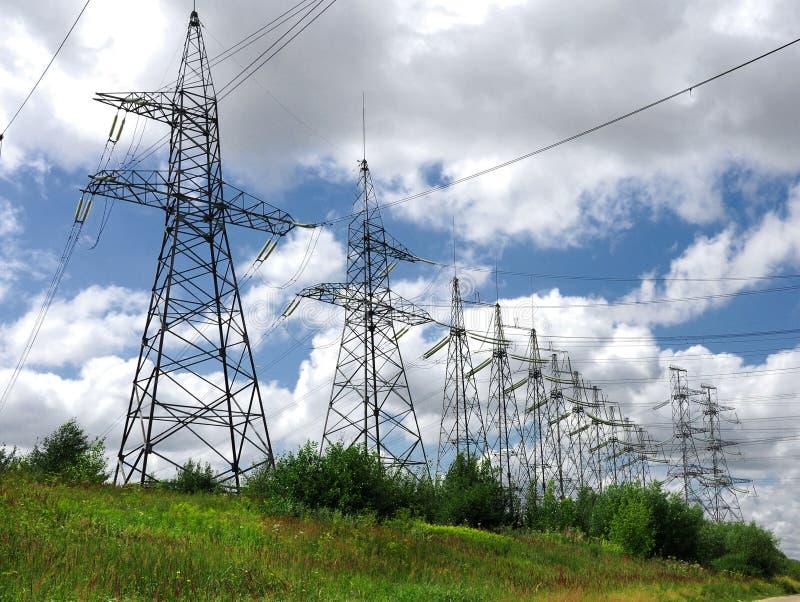 lignes électriques pouvoir photos stock