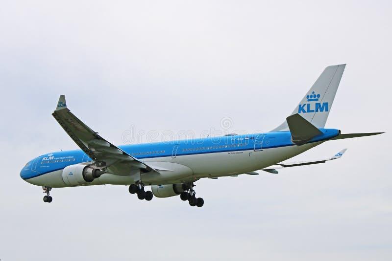 Lignes aériennes Airbus A330-300 de KLM Royal Dutch en vol images libres de droits