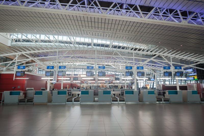 Lignes aériennes de comptoirs d'enregistrement de terminal d'aéroport photographie stock libre de droits