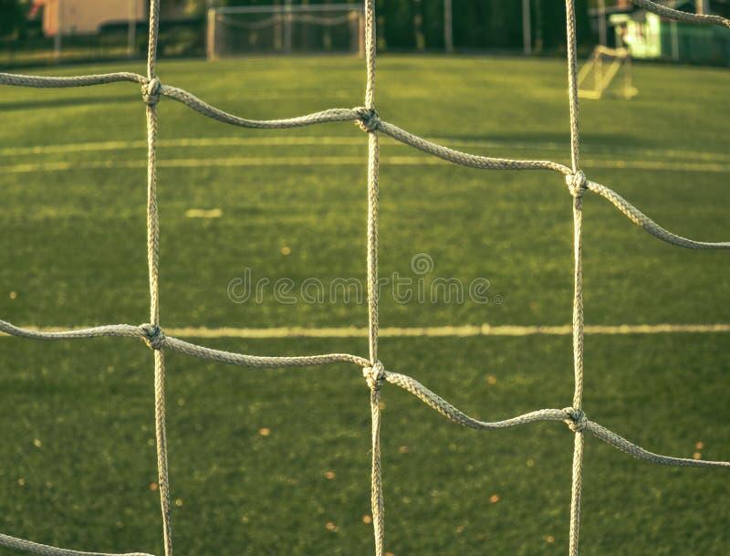 Lignes autour de terrain de football, c?t? faisant le coin, pelouse synth?tique photographie stock