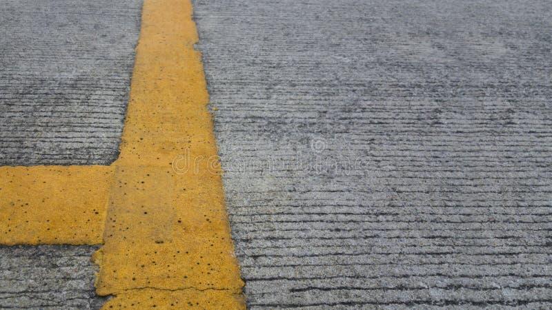 lignes bleues jaune de fond de ciel de route image libre de droits